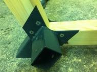 Spoj lesa in kovinskega členka...